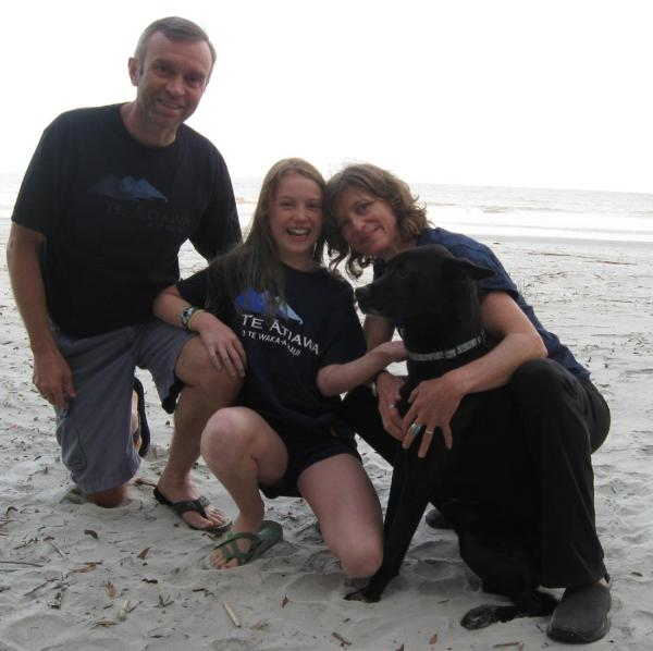 Gallery  - Bruce Hills, Lucie Aroha Hills, Susan Thompson & pet Katie - Hunting Island State Park, South Carolina, USA