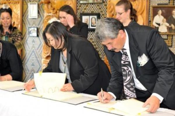 Gallery  - Te Atiawa Trustees signing Te Atiawa&#039;s Deed of Settlement<br />
